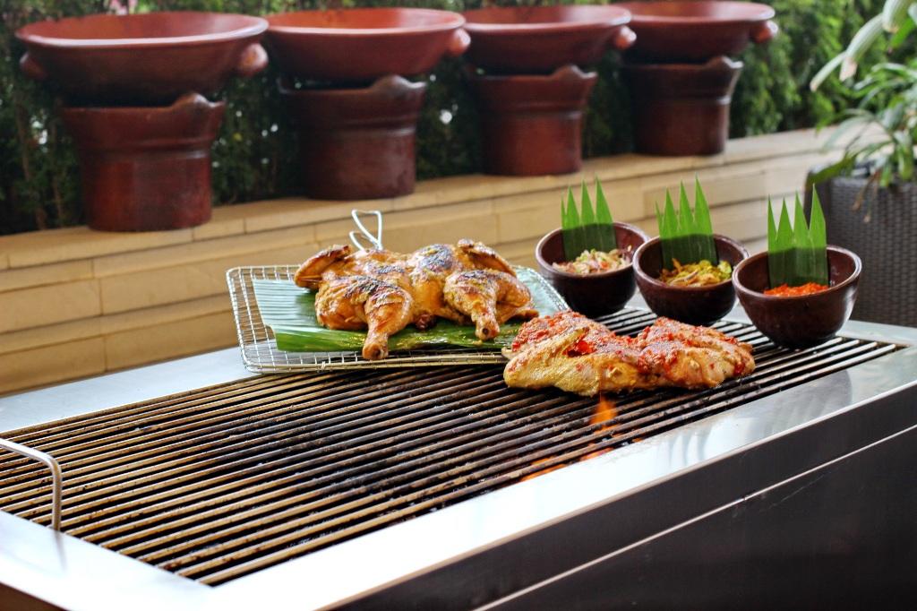 Buka Puasa, Santika Medan Sajikan 10 Jenis Ayam dan Bebek Bakar Serta 20 Aneka Sambal