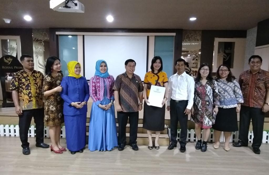 Sofyan Tan Serahkan Beasiswa Bidikmisi Aspirasi UNPRI