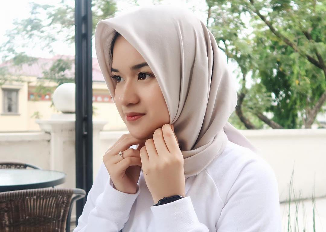 Clara Haniyah Si Beauty Vlogger yang Mantap Berhijab