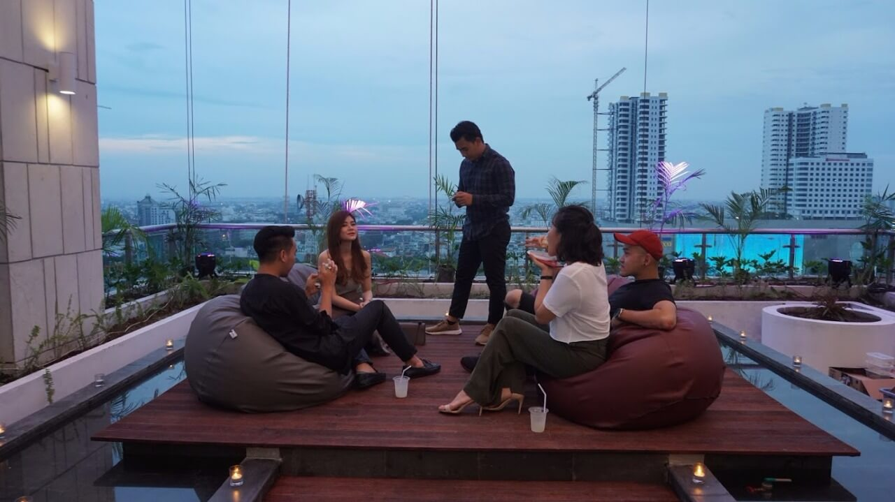 Sterling Hanging Garden at 15th Floor The Reiz Condo Medan