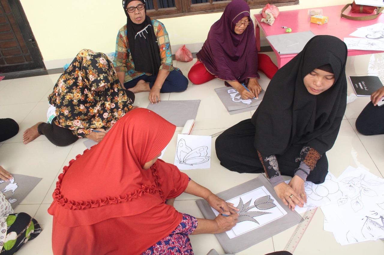 Sambut Hari Kartini, Belasan Ibu Lansia Desa Sei Rotan Ikuti Mapan Lansia
