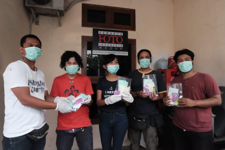 PFI Medan Bagikan Masker Hingga Vitamin Kepada Anggota