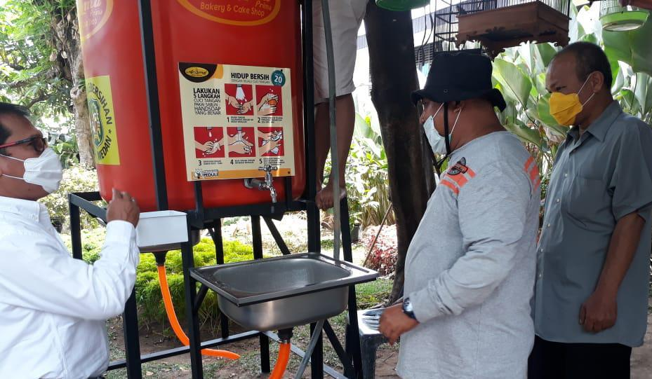 Dinas Kebersihan Medan Menyediakan Fasilitas Cuci Tangan di Warkop Jurnalis Peliput Covid-19