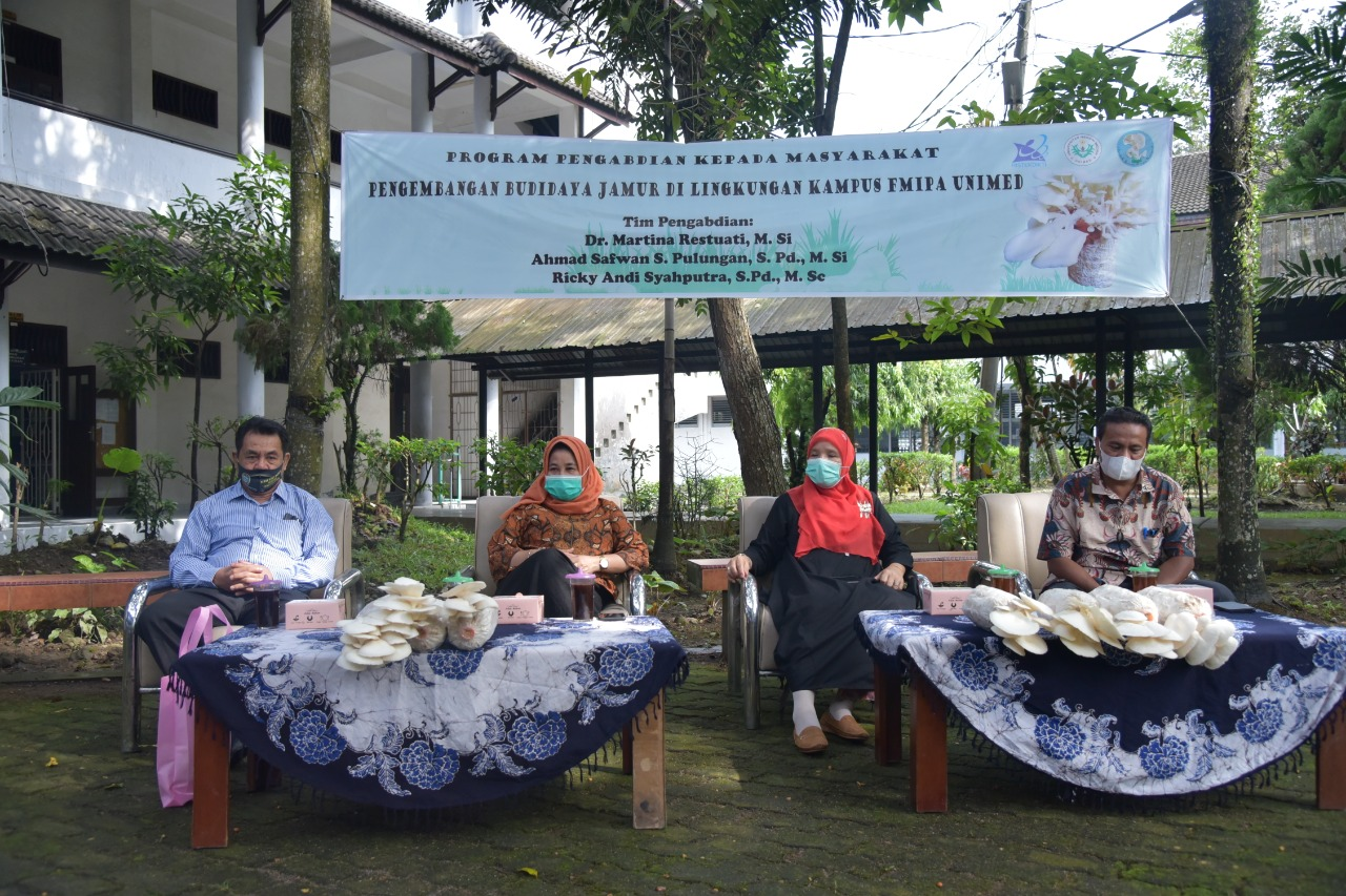 Dosen Biologi FMIPA Unimed kembangkan Budidaya Jamur Tiram di Kampus