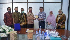Prof. Syawal Gultom raih penghargaan dari Pemko Medan atas Advokasinya Mensukseskan PJJ di Masa Pandemi Covid-19